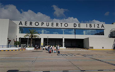 NORDISK TAXI ® offers its special service for the transport of passengers from Ibiza airport.